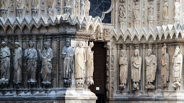 sochy svatých