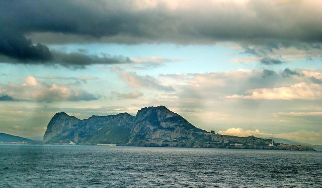 mraky nad gibraltarem