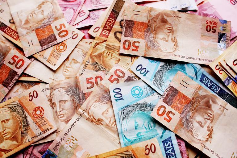 různé bankovky