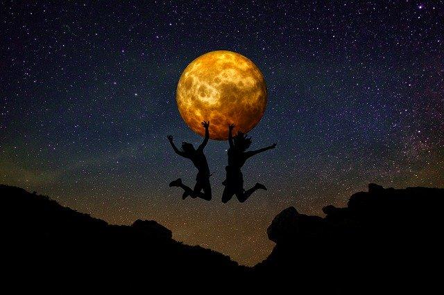 skákání při měsíčním úplňku