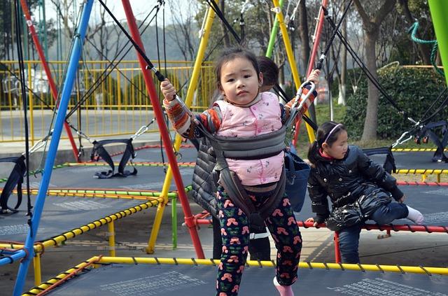 Děti na trampolínách