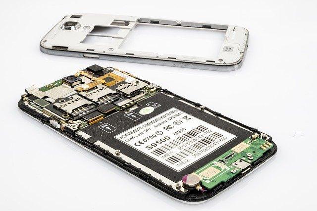 oddělaný kryt mobilu
