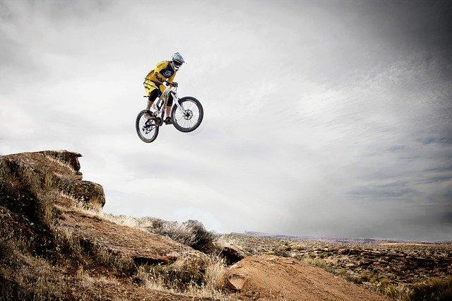 jízda na horském kole v terénu